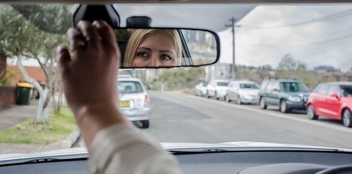 Những nguyên tắc lùi xe ô tô mà tài xế nào cũng nên biết - Hình 2