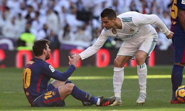 Ronaldo bất ngờ lên tiếng 'tỏ tình' với Messi, ra mặt dạy dỗ đàn em - Hình 1