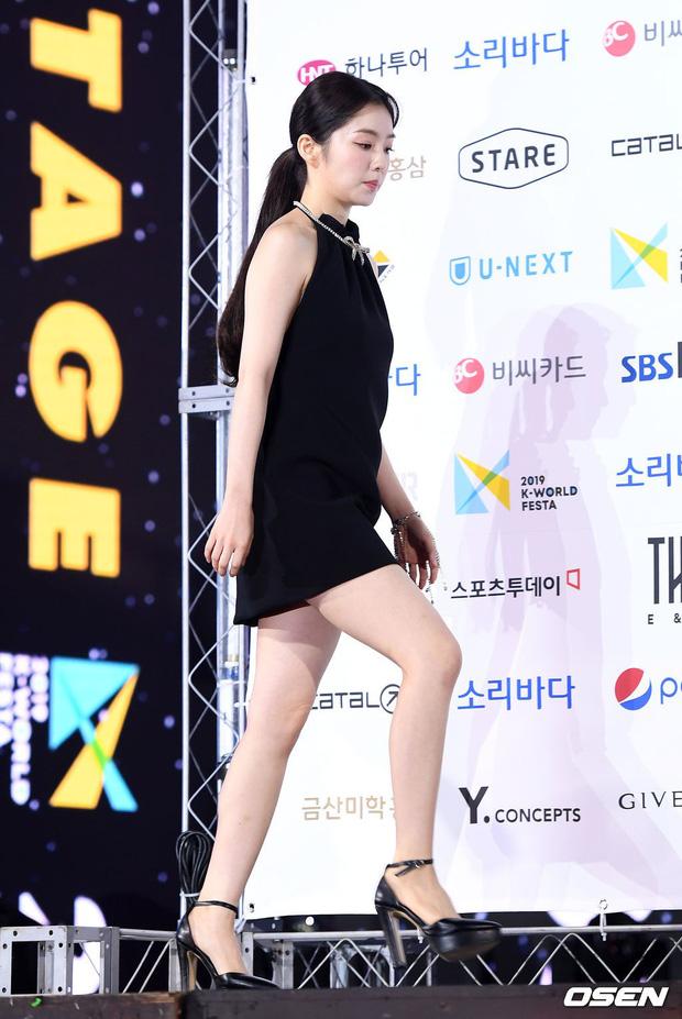 Siêu thảm xanh ngày 2: Red Velvet gây sốc với váy thảm họa, tài tử Vì sao đưa anh tới dẫn đầu dàn diễn viên đọ sắc idol - Hình 7