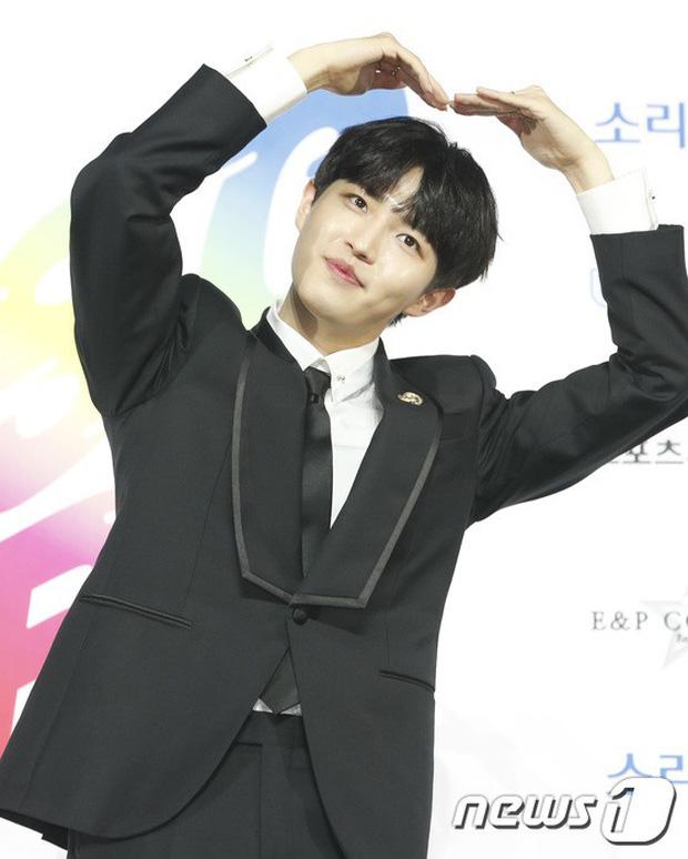 Siêu thảm xanh ngày 2: Red Velvet gây sốc với váy thảm họa, tài tử Vì sao đưa anh tới dẫn đầu dàn diễn viên đọ sắc idol - Hình 45
