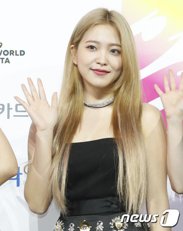 Siêu thảm xanh ngày 2: Red Velvet gây sốc với váy thảm họa, tài tử Vì sao đưa anh tới dẫn đầu dàn diễn viên đọ sắc idol - Hình 10