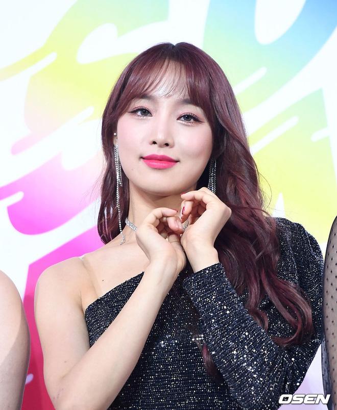 Siêu thảm xanh ngày 2: Red Velvet gây sốc với váy thảm họa, tài tử Vì sao đưa anh tới dẫn đầu dàn diễn viên đọ sắc idol - Hình 50