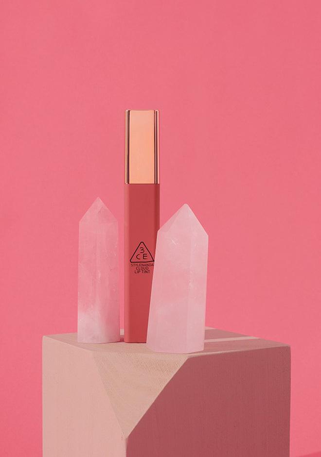 Son mới của 3CE - Cloud Lip Tint: tưởng không đẹp mà đẹp không tưởng, vỏ son xịn sò, giá chưa đến 300k - Hình 1