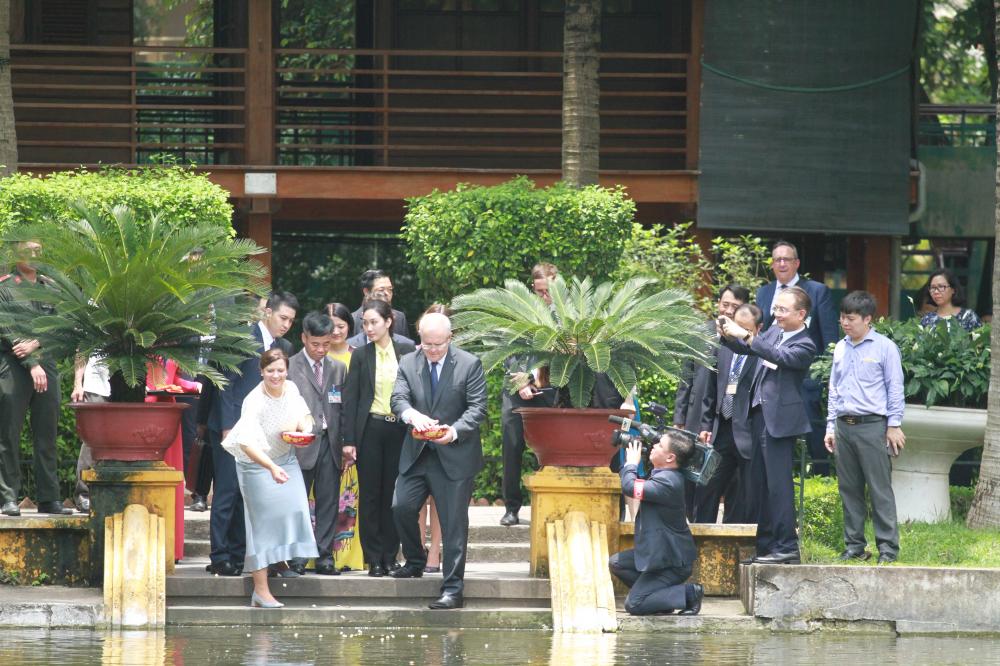 Thủ tướng Việt Nam - Australia thăm Bệnh viện dã chiến cấp 2, số 2 - Hình 9