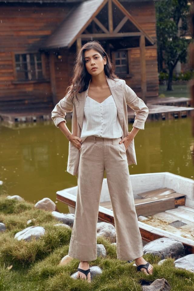 Trời vắt mình sang thu, các hãng thời trang Việt đã rục rịch bỏ bùa nàng công sở bằng những thiết kế blazer với mức giá siêu hợp lý - Hình 8