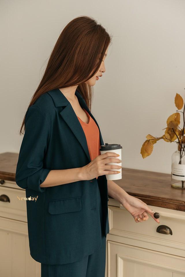 Trời vắt mình sang thu, các hãng thời trang Việt đã rục rịch bỏ bùa nàng công sở bằng những thiết kế blazer với mức giá siêu hợp lý - Hình 6