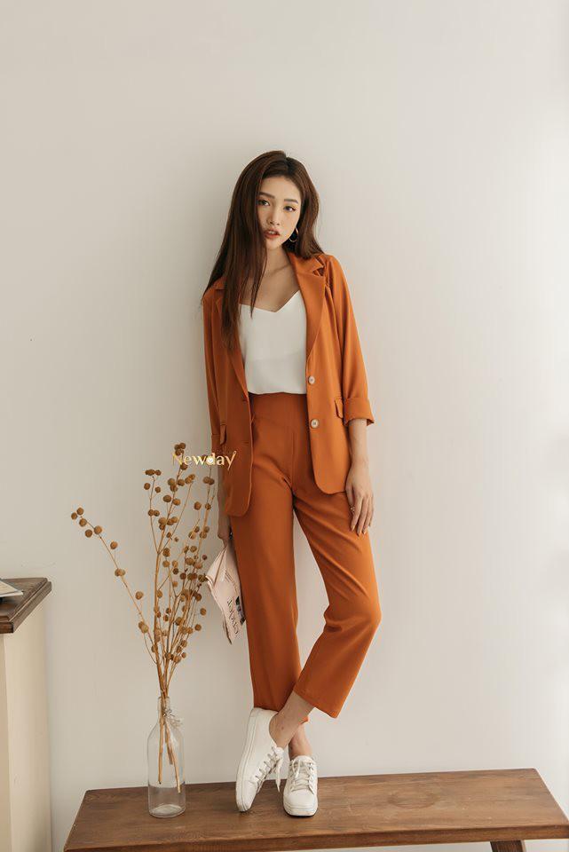 Trời vắt mình sang thu, các hãng thời trang Việt đã rục rịch bỏ bùa nàng công sở bằng những thiết kế blazer với mức giá siêu hợp lý - Hình 7