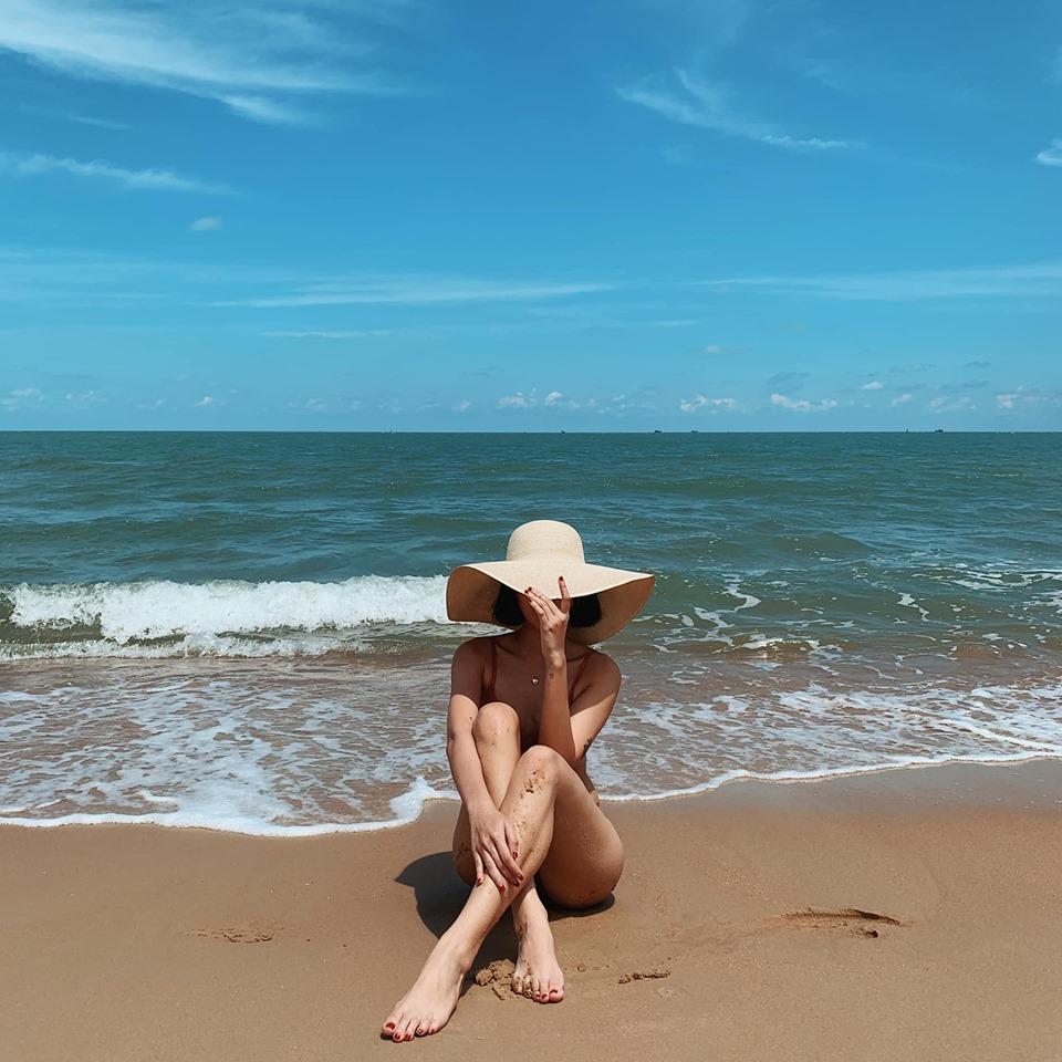 Tú Hảo: Bikini chỉ để tắm chứ không phải để đi rong, đừng nên khắt khe - Hình 3