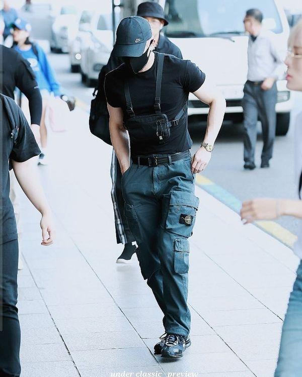 Wonho (MONSTA X) xuất hiện cuồn cuộn cơ bắp ở sân bay làm fan tưởng nhầm là vệ sỹ - Hình 7