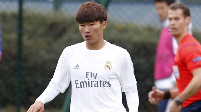 Guus Hiddink triệu tập cầu thủ của Real Madrid để đấu trí với thầy Park - Hình 1