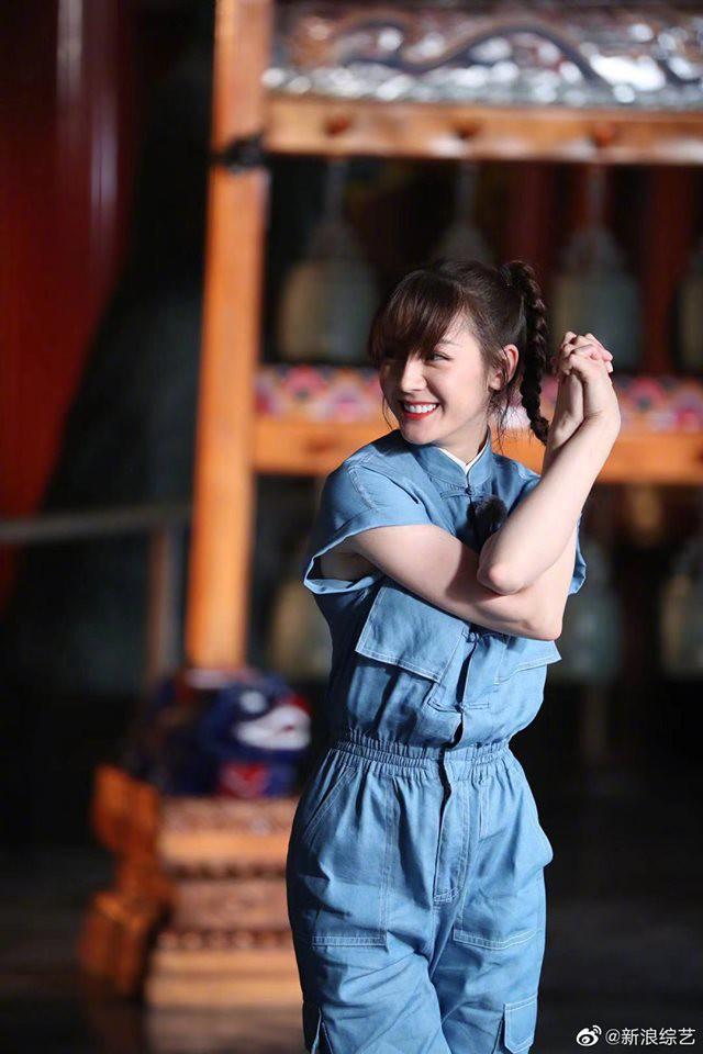 Không hẹn mà để cùng 1 kiểu tóc: Nhiệt Ba - Angela Baby xinh xuất sắc, Dương Mịch lộ khuyết điểm - Hình 4