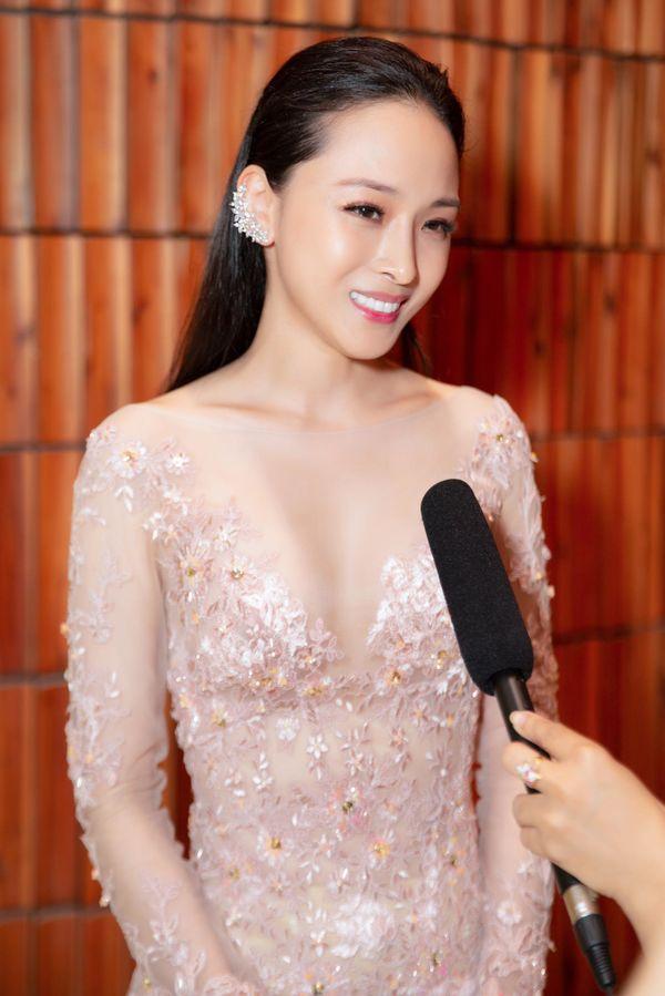 Trương Hồ Phương Nga tái xuất với nhan sắc khó tin bên thí sinh hoa hậu Hoàn vũ Việt Nam - Hình 1