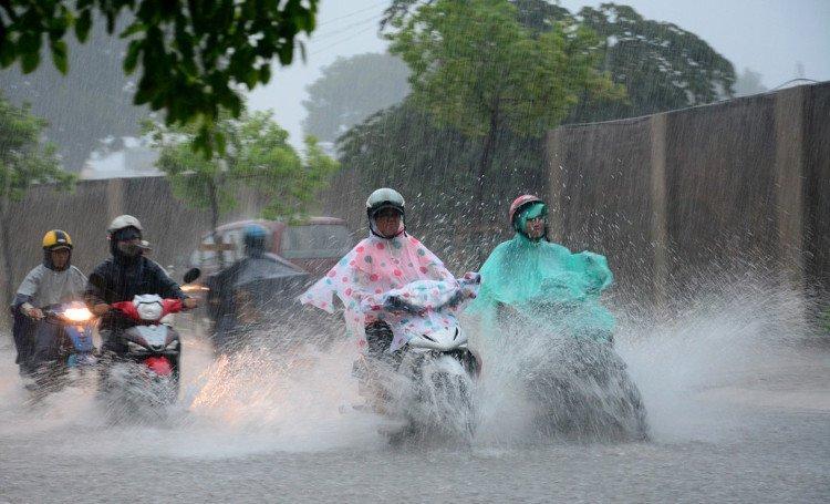 Tuần tới cả nước mưa dông, áp thấp nhiệt đới khả năng xuất hiện trên Biển Đông - Hình 1