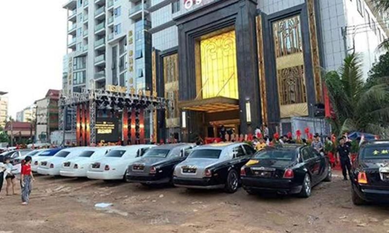 Dàn xe Rolls-Royce trăm tỷ khai trương sòng bạc ở Campuchia - Hình 2