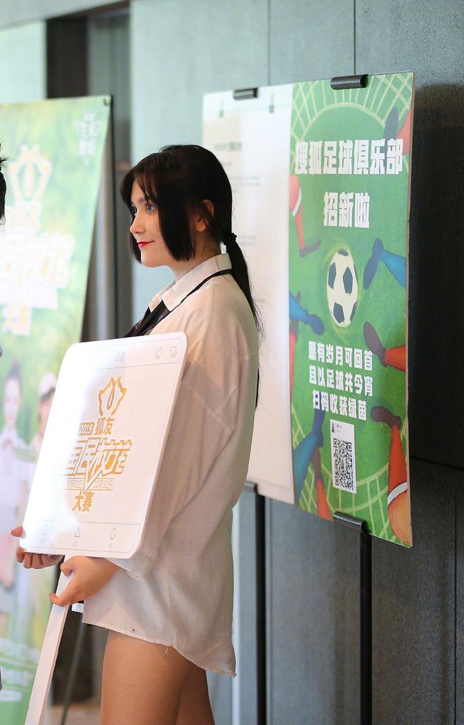 Em họ Địch Lệ Nhiệt Ba gây tranh cãi khi tham gia cuộc thi Hoa khôi: Nhan sắc một trời một vực với bà chị nổi tiếng? - Hình 8