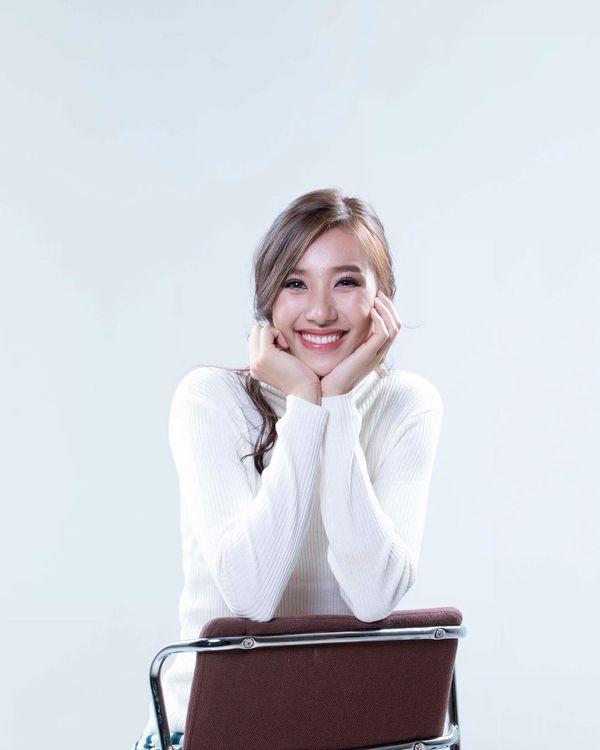 Lộ diện Hoa hậu Hoàn vũ Lào 2019: Xinh rụng rời lại cao 1m76, thần thái chẳng thua kém Hoàng Thùy - Hình 12