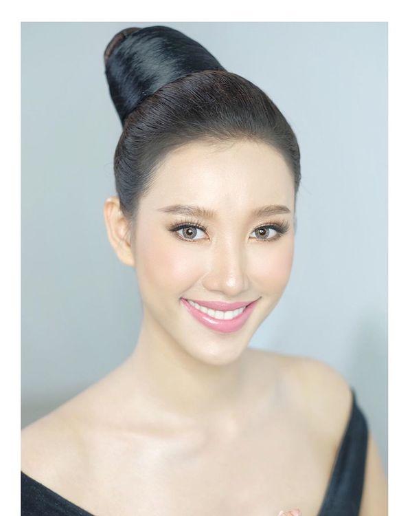 Lộ diện Hoa hậu Hoàn vũ Lào 2019: Xinh rụng rời lại cao 1m76, thần thái chẳng thua kém Hoàng Thùy - Hình 3