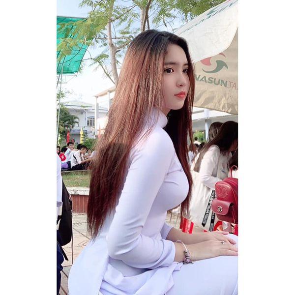 Nữ sinh Đồng Tháp lên báo Trung với loạt ảnh mặc áo dài trắng tôn 3 vòng gợi cảm - Hình 4