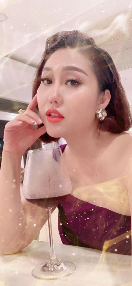 Thu Minh mặc bikini phô diễn đường cong gợi cảm ngỡ ngàng ở tuổi U50 - Hình 11