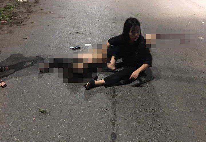 Xe máy chở 5 người đâm dải phân cách, 4 người tử vong trong đêm - Hình 2