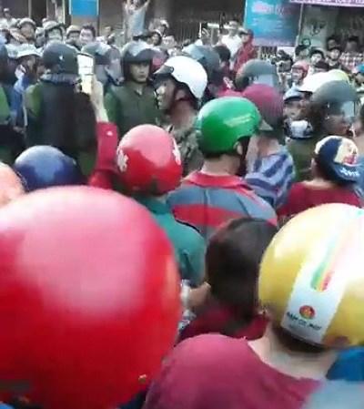 Đắk Nông: Gây tai nạn rồi vu vạ cho CSGT, hàng trăm người kéo đến hiện trường - Hình 2