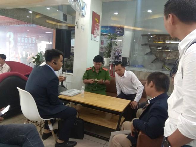 Khách hàng lại kéo đến trụ sở Alibaba giăng băng rôn, yêu cầu trả lại tiền - Hình 4