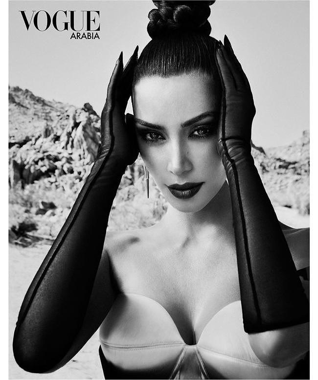 Kim Kardashian mặc áo bó sát, bị chê thân hình như lọ hoa - Hình 6