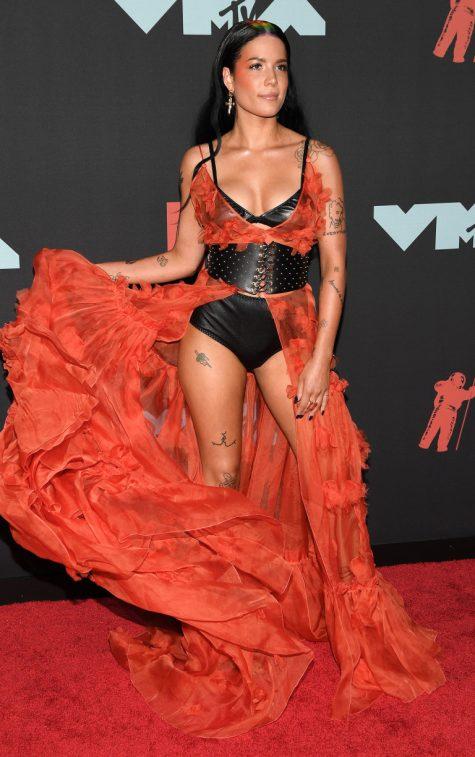 Ngắm nhìn thời trang thảm đỏ sành điệu tại MTV VMAs 2019 - Hình 24