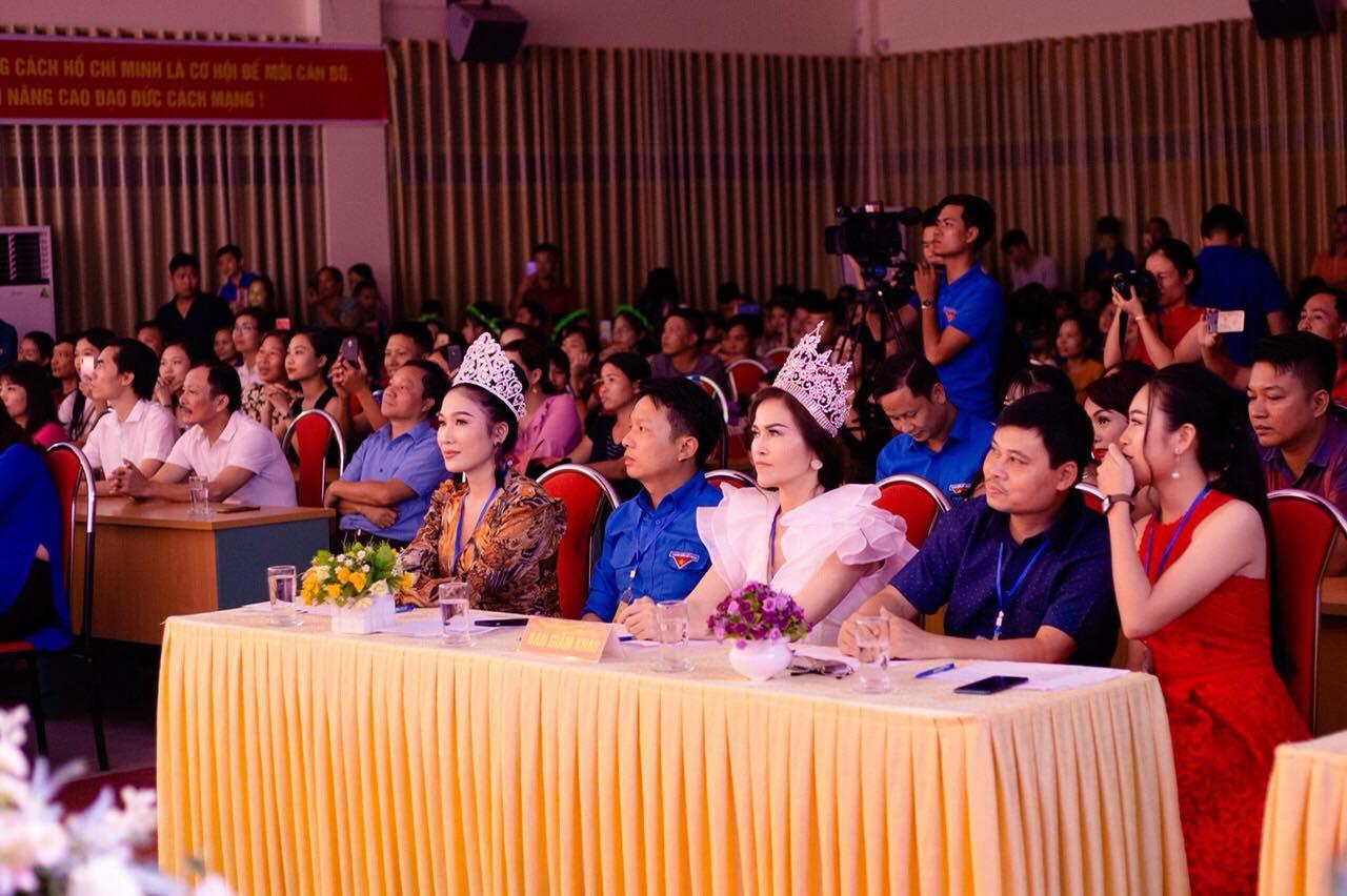 Hoa hậu Nguyễn Thị Thu Lệ quyên góp quỹ từ thiện Đường đến trường cho học sinh Mù Cang Chải - Hình 5
