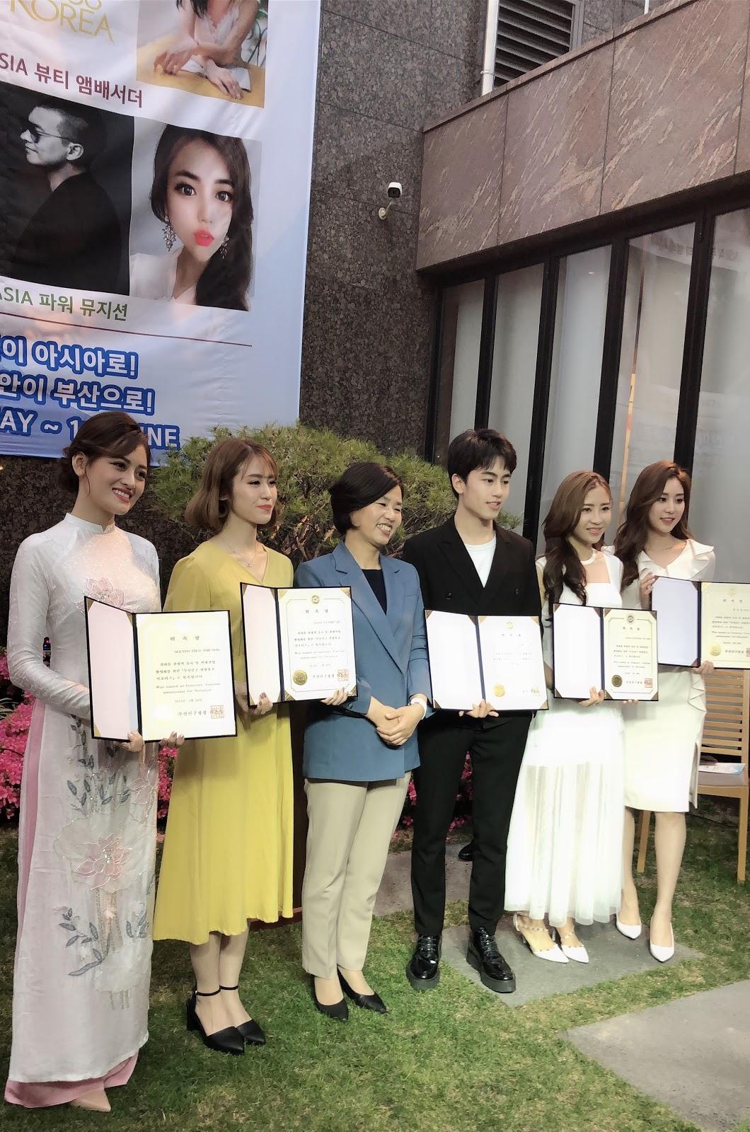 Thùy Anh diện áo dài xuất hiện trên sóng truyền hình KNN, SBS  - Hình 6