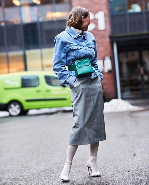 Áo khoác denim từ quen hóa lạ với 10 cách mặc - Hình 8