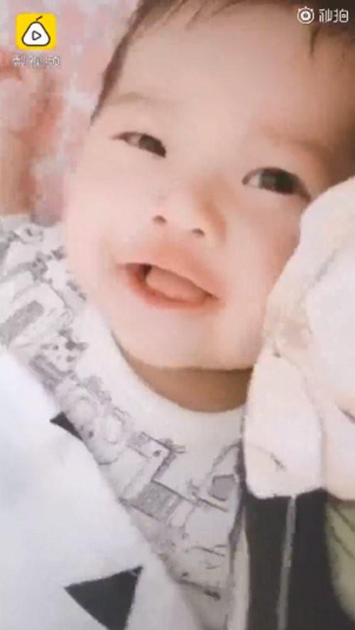 Sinh ra xấu xí bị nhiều người quở, bé gái sau vài tháng lớn lên ngoại hình lột xác khiến dân mạng ngỡ ngàng - Hình 8