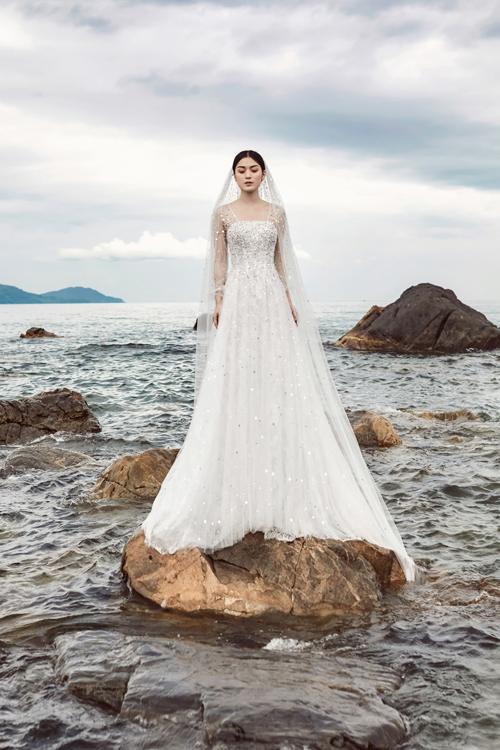10 váy cưới được yêu thích tháng 8 - Hình 6