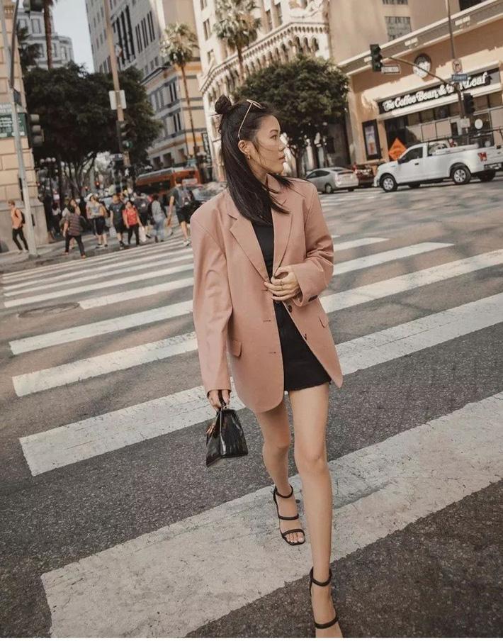 Quần short blazer: Có cả loạt cách mix đồ giúp chân dài phải biết cho style của các nàng tuổi băm - Hình 1