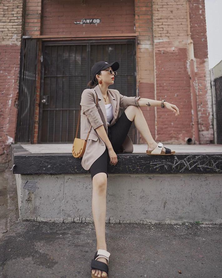 Quần short blazer: Có cả loạt cách mix đồ giúp chân dài phải biết cho style của các nàng tuổi băm - Hình 6