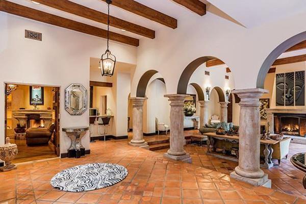Bên trong biệt thự cổ điển 8,55 triệu USD của siêu mẫu Kendall Jenner - Hình 2