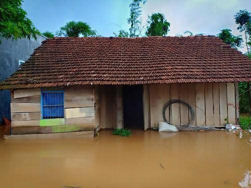 Lâm Đồng: Mưa lớn, 100 nhà dân chìm trong biển nước - Hình 4