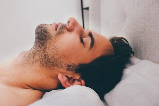 8 lý do khiến bạn ngáy như kéo gỗ - Hình 1