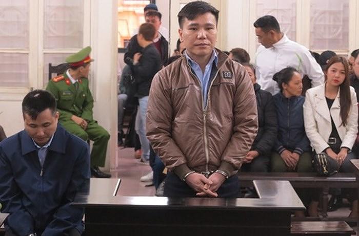 Châu Việt Cường bật khóc khi người mẹ vừa mất được nhắc đến tại phiên tòa - Hình 1