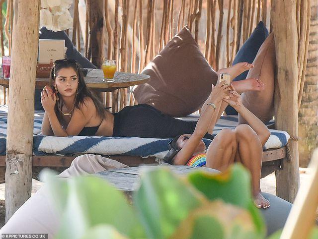 Demi Rose lấp ló ngực đầy tại Bali - Hình 10