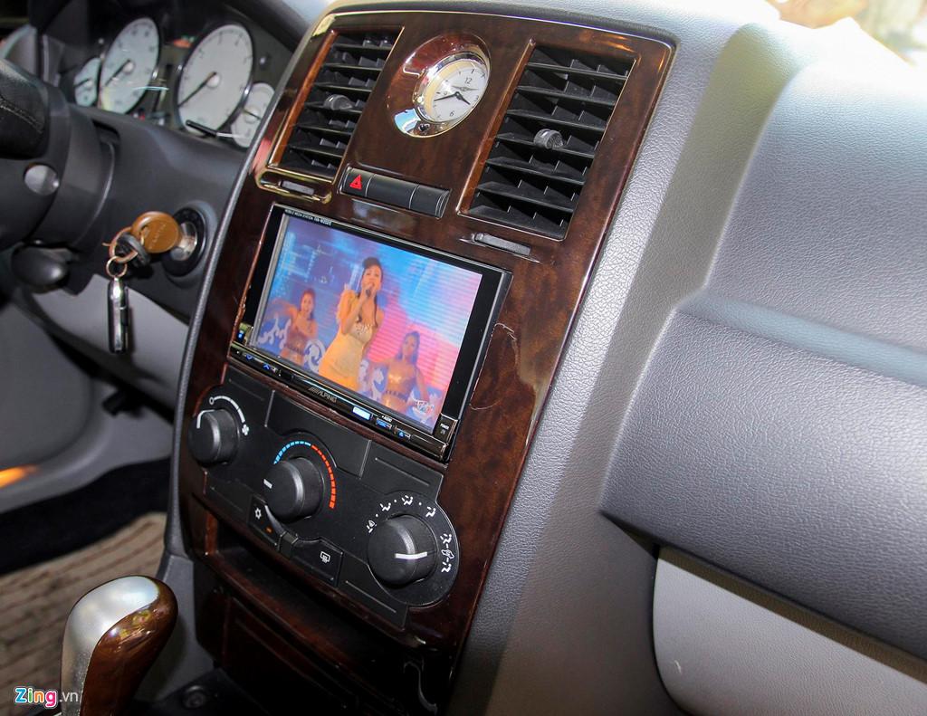 Tiểu Bentley Chrysler 300 màu rằn ri rao bán 650 triệu - Hình 9