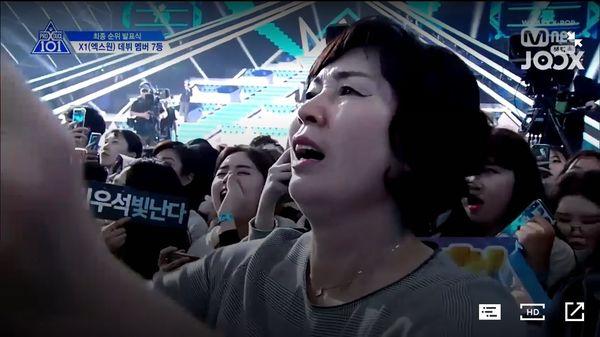 Lộ diện gia đình của thành viên Produce X 101: Mẹ Lee Eun Sang và chị gái Lee Jin Hyuk gây sốt vì quá xinh - Hình 12