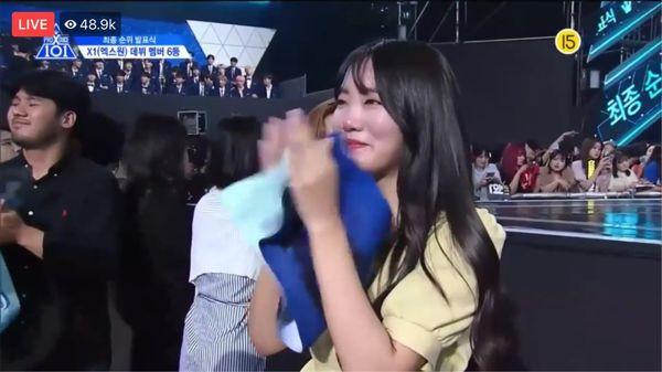 Lộ diện gia đình của thành viên Produce X 101: Mẹ Lee Eun Sang và chị gái Lee Jin Hyuk gây sốt vì quá xinh - Hình 20