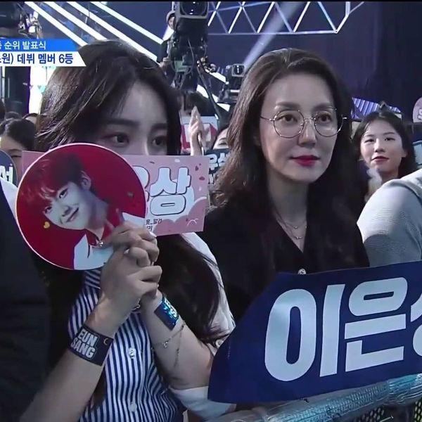 Lộ diện gia đình của thành viên Produce X 101: Mẹ Lee Eun Sang và chị gái Lee Jin Hyuk gây sốt vì quá xinh - Hình 4
