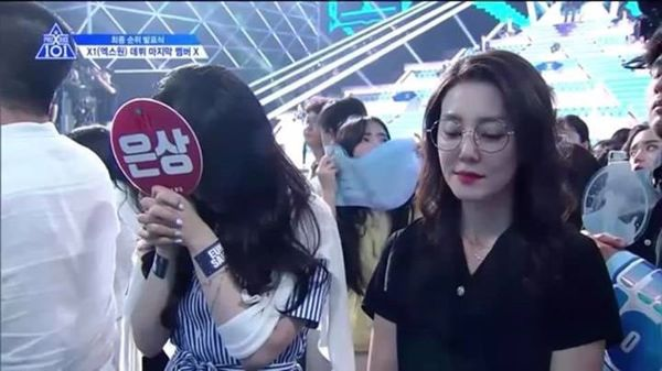 Lộ diện gia đình của thành viên Produce X 101: Mẹ Lee Eun Sang và chị gái Lee Jin Hyuk gây sốt vì quá xinh - Hình 6