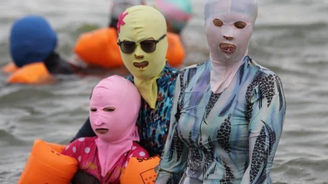Sốc nặng với mốt thời trang ninja đi biển ở Trung Quốc - Hình 1
