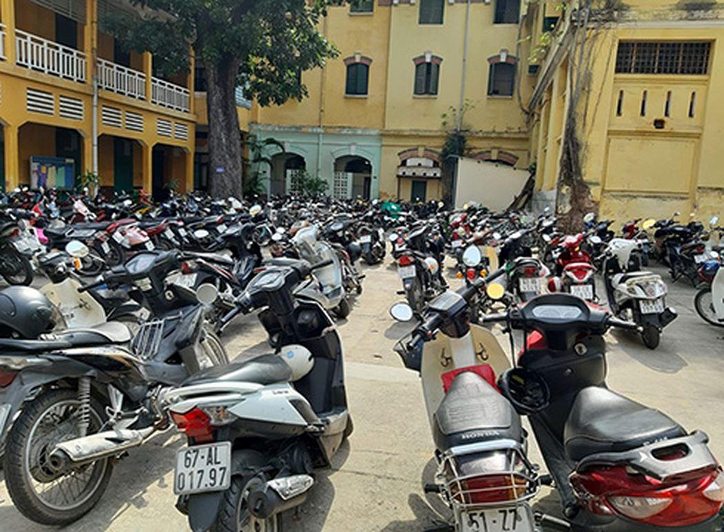 Trường học ở Sài Gòn không được giữ xe trên 50 phân khối của học sinh - Hình 1