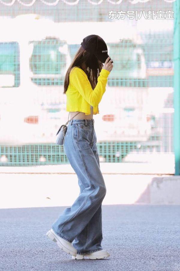 Cùng xuất hiện tại sân bay, Angelababy khoe eo con kiến, Lâm Tâm Như thì giấu quần gợi cảm - Hình 7