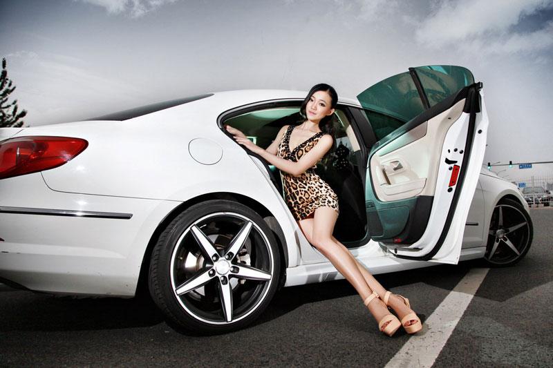 Không thể rời mắt trước hình ảnh mỹ nhân và xe hơi - Hình 10