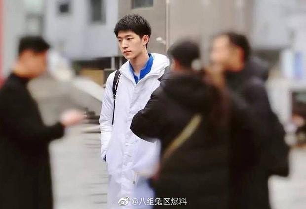 3 nam thần tân sinh viên Học viện Điện ảnh Bắc Kinh: Thiếu gia con nhà nòi không bất ngờ bằng bản sao Song Joong Ki - Hình 5